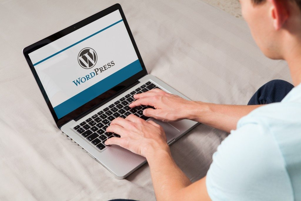 Man using WordPress for his blog